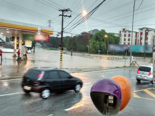 Motoristas enfrentam trânsito na avenida Washington Luiz (Foto: Marcio Nicoletti/Arquivo pessoal)