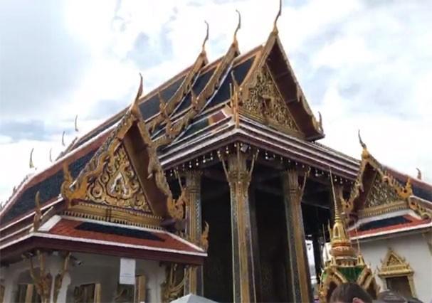 Aline Riscado visita templo na Tailândia (Foto: Reprodução/Instagram)