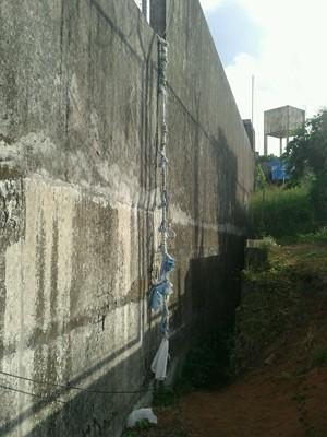 Agentes penitenciários encontraram corda feita de pano na manhã deste domingo (1) (Foto: Divulgação/Coape)