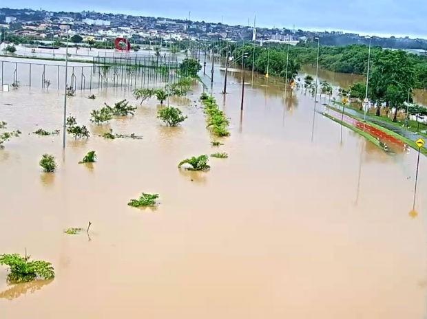 Parque das Águas ficou alagado em Sorocaba (Foto: Reprodução/Câmera de Segurança)