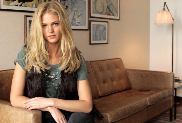 Erin Heatherton durante entrevista com a Vogue Brasil (Foto: Camila Guerreiro)