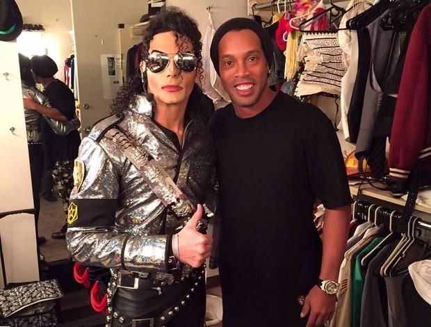 Ronaldinho e sósia Michael Jackson