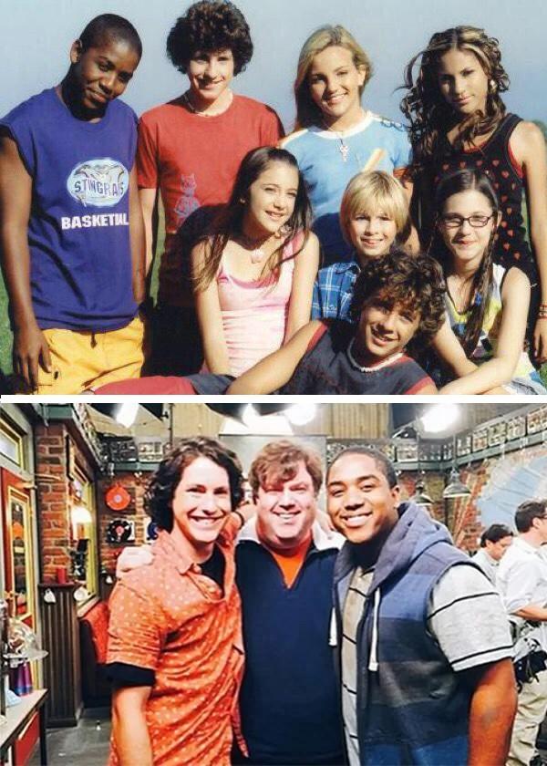 O elenco de Zoey 101 e embaixo, Sean Flynn, Dan Schneider e Christopher Massey em 2015 (Foto: Reprodução)