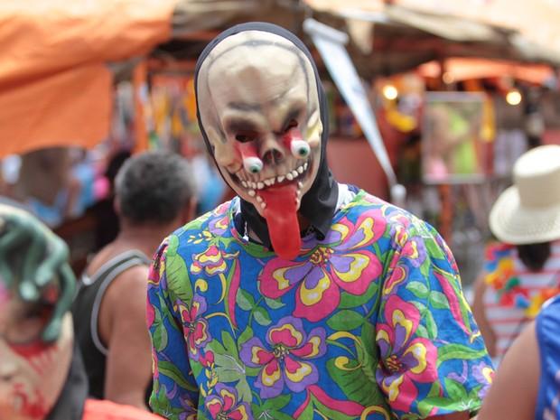 Papangus fazem carnaval tradicional na cidade de Bezerros neste domingo (19). retratos* (Foto: Ricardo B. Labastier / JC Imagem / Agência Estado)
