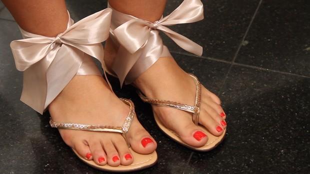 MODA - Sandálias estilo Chanel (Foto: EGO)