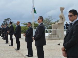 Seguranças protegem a entrada do Supremo em sessão de julgamento do mensalão (Foto: Agência Brasil)