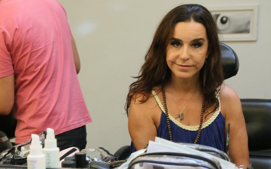 Lucélia posa depois de se maquiar (Foto: Carol Caminha / Gshow)