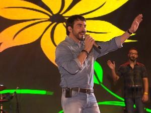 Parque do Povo ficou lotado para o show do padre Fábio de Melo. Cem mil pessoas acompanharam a apresentação, segundo a PM (Foto: Reprodução/TV Paraíba)