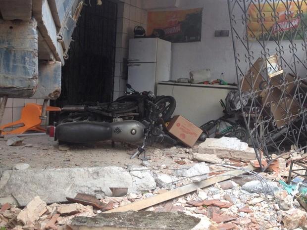 Moto também se envolveu em acidente (Foto: Rafael Teles/G1)