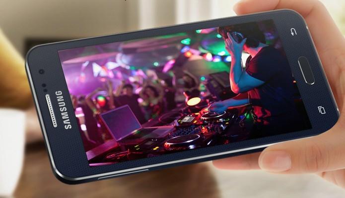 Galaxy A3 tem o hardware mais simples e a tela menor da linha: 4,5 polegadas (Foto: Divulgação/Samsung)