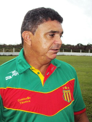 Flávio Araújo com dez jogos sem peder é o técnico com maior invencibilidade no Estadual (Foto: Afonso Diniz/Globoesporte.com)
