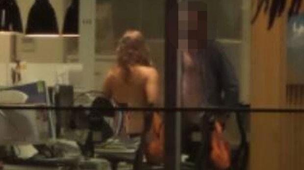 Casal foi flagrado fazendo sexo em um escritório de Christchurch (Foto: Reprodução/YouTube/The Incredible World)