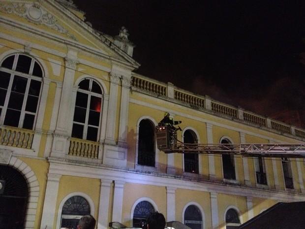 Fogo no Mercado Público de Porto Alegre é controlado (Foto: Felipe Truda/ G1)