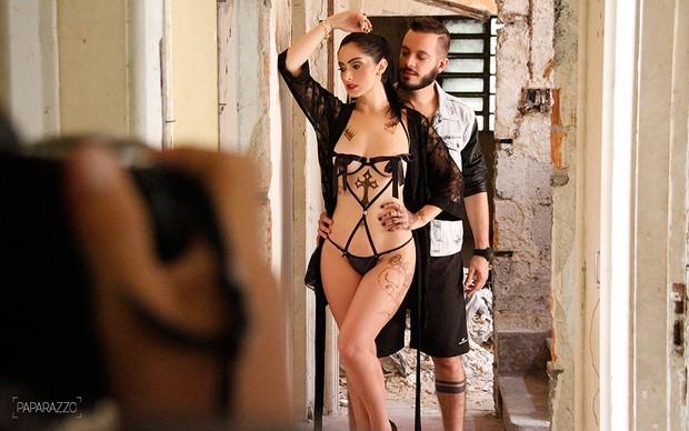 Francine Piaia e Max Porto posam para o Paparazzo (Foto: Mari Gibara / Paparazzo)