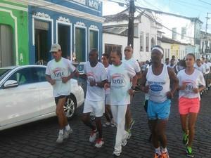 Atletas de Cachoeira  vão conduzir a tocha no percurso até Saubara  (Foto: Divulgação / Prefeitura de Cachoeira )
