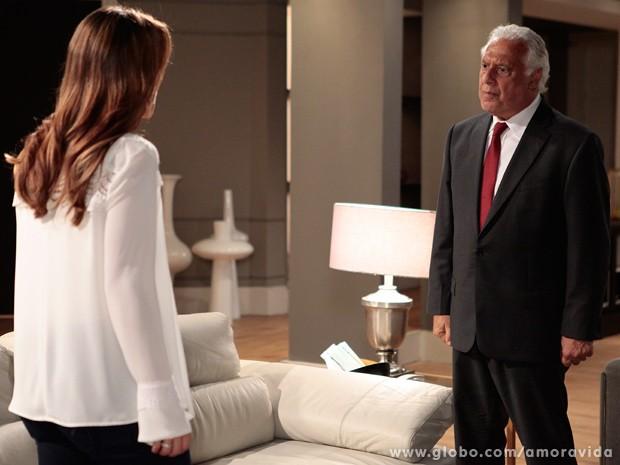 Irado por causa da história de Aline, César briga feio com Paloma (Foto: Pedro Curi / TV Globo)