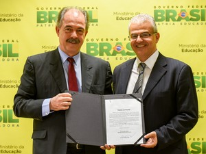 Aloizio Mercadante e Marcus David, durante posse em Brasília (Foto: Isabelle Araújo/MEC.)