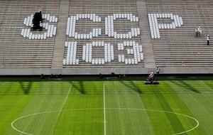 instalação cadeiras Arena Corinthians 103 anos (Foto: Márcio Fernandes / Agência Estado)