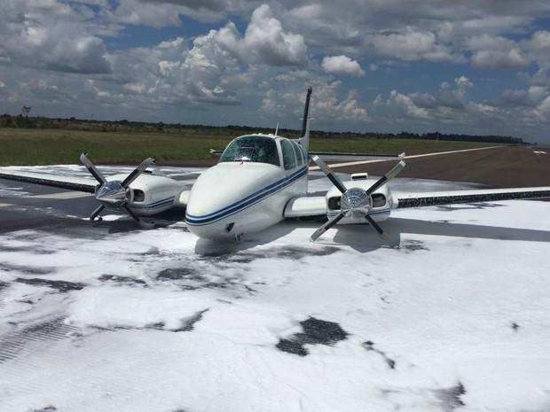 Avião pousou de barriga após problema no trem de pouso (Foto: Divulgação/ OAB-DF)