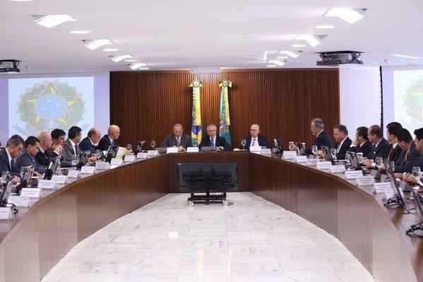 Temer em reunião de ministros (Foto: Reprodução/Twitter)