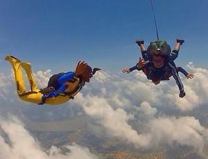 Gabriel, filho do paraquedista Emerson faz seu primeiro salto  (Foto: Emerson Castro/ arquivo pessoal )