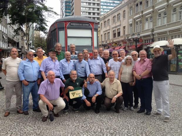 Médicos comemoram 50 anos do dia em que foram aprovados no vestibular da UFPR (Foto: Paola Manfroi/ RPC Curitiba)