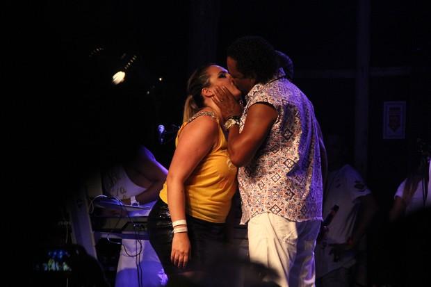 Cumpadre Washington beija fã (Foto: Marcelo Dial/ Ag. FPontes)