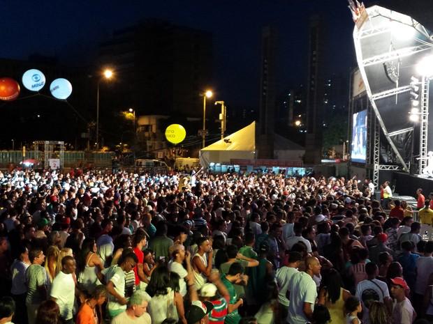 Milhares de pessoas lotam a Praça da Estação, em Belo Horizonte, para festa da virada (Foto: Raquel Freitas/ G1)