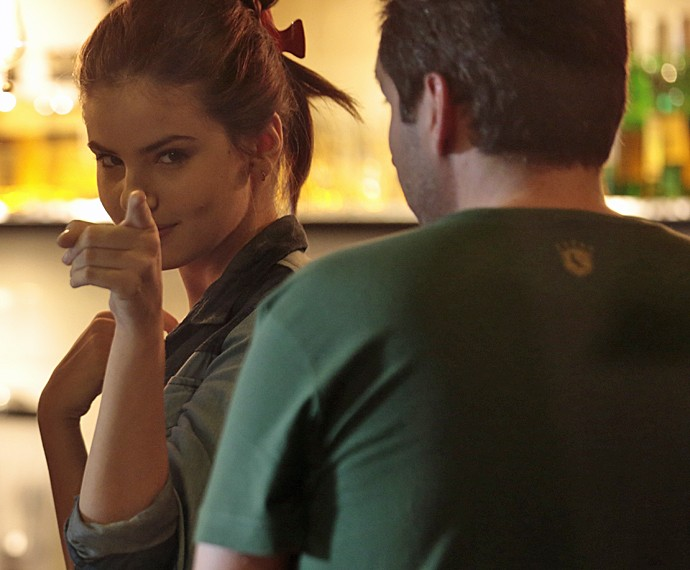 Camila Queiroz brinca para as lentes do Gshow (Foto: Felipe Monteiro/ Gshow)