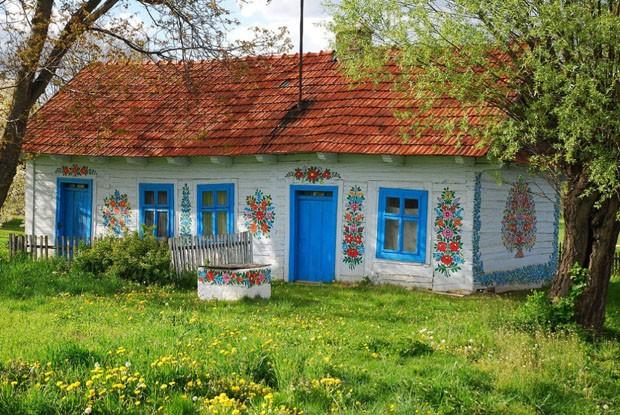 Conheça a Zalipie, cidade onde todas as casas são pintadas a mão (Foto: Reprodução)
