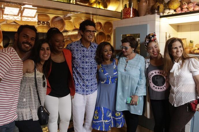 Paloma e Maria João Amado e Margareth Menezes com equipe do 'Aprovado' (Foto: TV Bahia)
