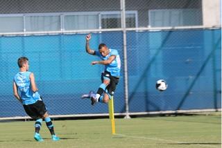 Everton em treino do Grêmio (Foto: Diego Guichard)