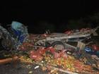 Batida entre caminhões mata 3 e deixa veículos destruídos no norte da Bahia