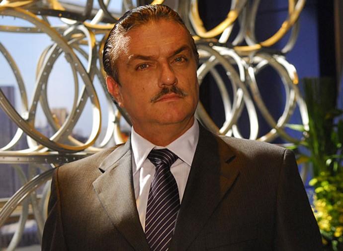 Werner Schünemann entra na trama como Osvaldo (Foto: TV Globo)