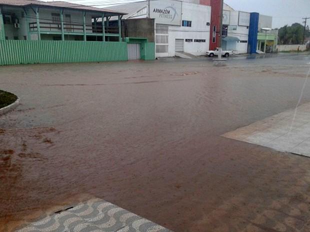 Chuva deixou vários pontos de alagamento em Assu (Foto: Luiz Emanoel/Blog de Olho no Assu)