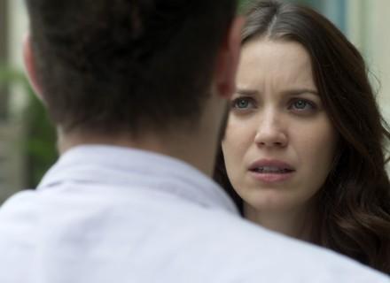 Alex pede fortuna para Júlia e faz ameaça a Chiara