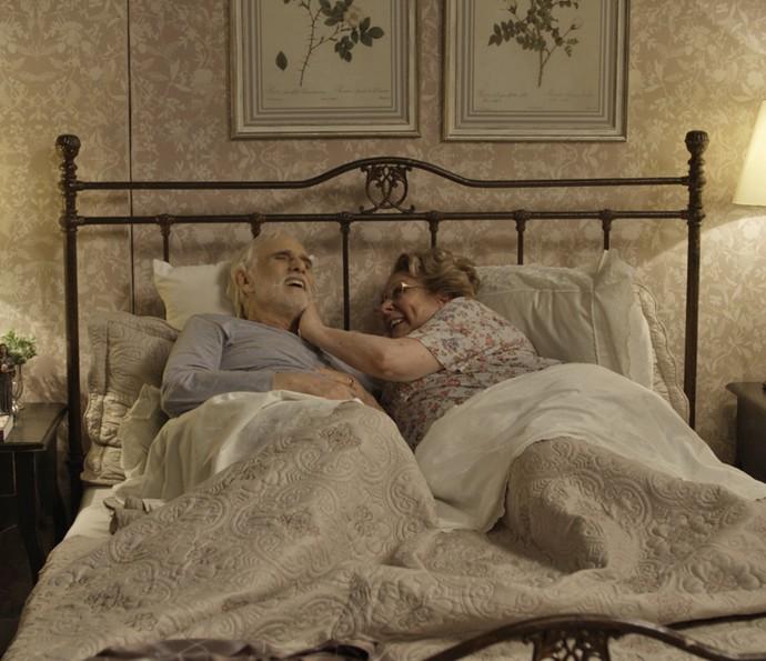 Geppina e Gaetano são só risadas juntinhos (Foto: TV Globo)