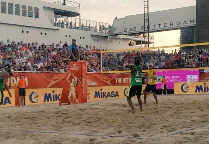 Pedro Solberg Evandro Álvaro Filho Vitor Felipe Vôlei de Praia (Foto: Reprodução / Twitter)