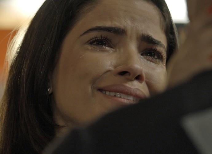 Tóia não segura as lágrimas e chora na frente de Juliano (Foto: TV Globo)