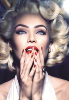 Candice Swanepoel se transforma em Marilyn Monroe para campanha