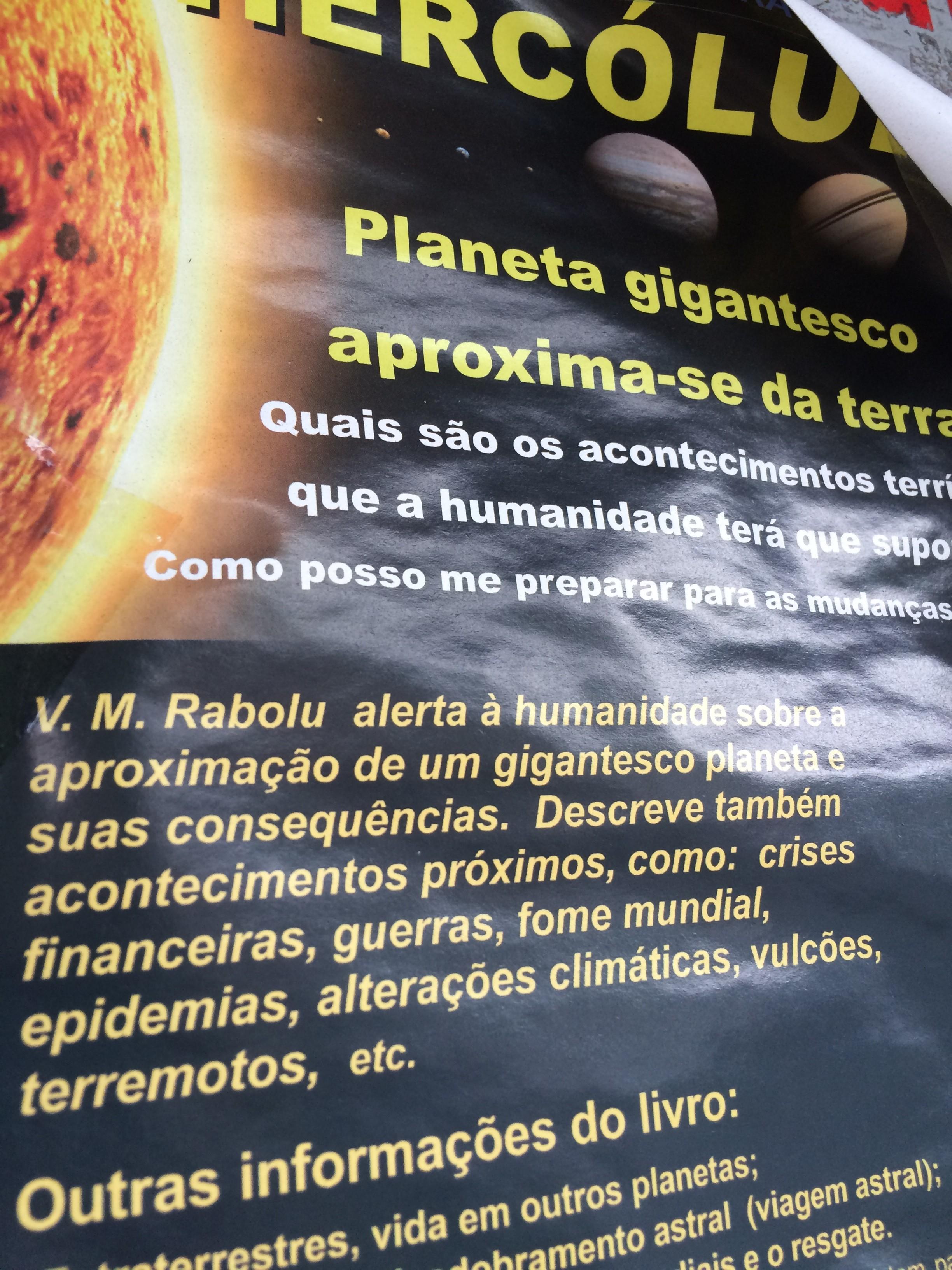Cartaz sobre Hercólubus, encontrado em ponto de ônibus  (Foto: Acervo Pessoal)