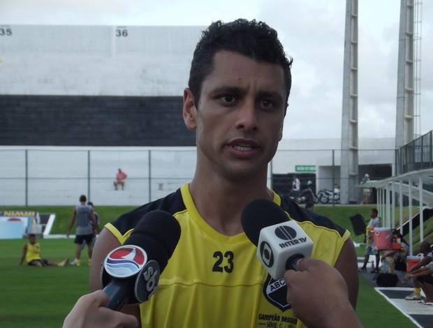 Vinícius, zagueiro do ABC (Foto: Tiago Menezes/GLOBOESPORTE.COM)