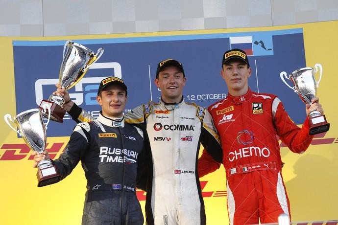 Jolyon Palmer, Mitch Evans e Raffaele Marciello no pódio da corrida 1 da GP2 em Sochi  (Foto: Divulgação)