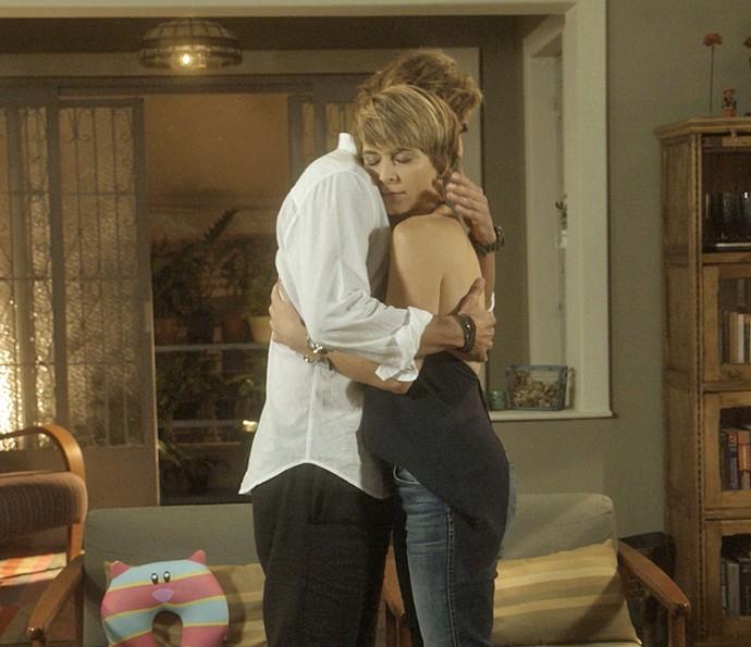 Helô recebe o apoio de Pedro (Foto: TV Globo)
