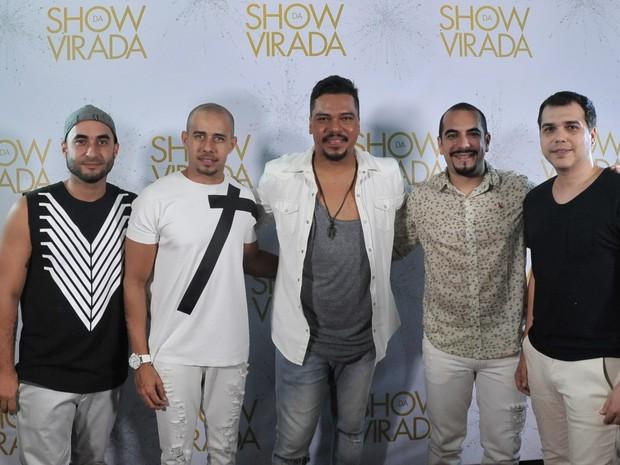 """Sorriso Maroto na gravação do """"Show da virada"""" em Salvador, na Bahia (Foto: Marcelo Machado/ EGO)"""
