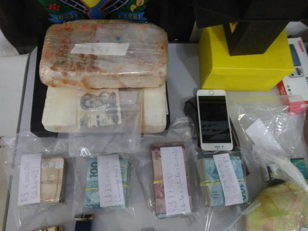 Droga apreendida foi avaliada em quase R$ 40 mil, segundo o Denarc (Foto: Denarc/Divulgação)