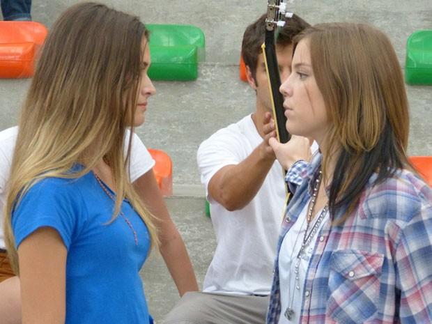 Lia fica virada no samurai e enfrenta Fatinha. Será que vai dar rolo? (Foto: Malhação / Tv Globo)