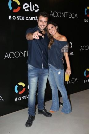 Joaquim Lopes e Carol Sampaio em show na Zona Oeste do Rio (Foto: Rafael Faro/ Divulgação)