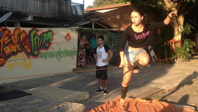 Slackline começa a ganhar adeptos em Macapá (Foto: Abinoan Santiago/GE)