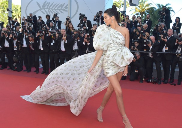"CANNES, FRANCE - MAY 20:  Model Kendall Jenner attends the ""120 Beats Per Minute (120 Battements Par Minute)"" screening during the 70th annual Cannes Film Festival at Palais des Festivals on May 20, 2017 in Cannes, France.  (Photo by Pascal Le Segretain/G (Foto: Getty Images)"
